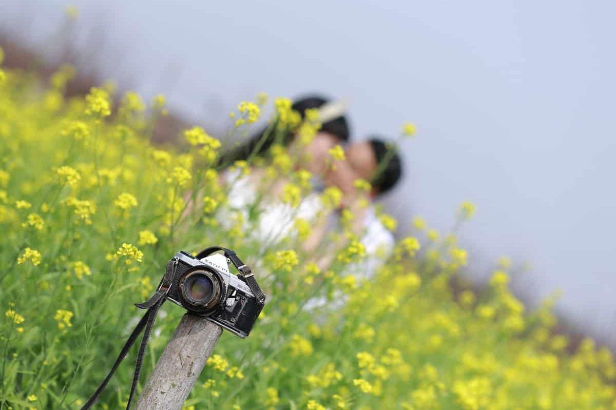 couple marié qui se fait photographier